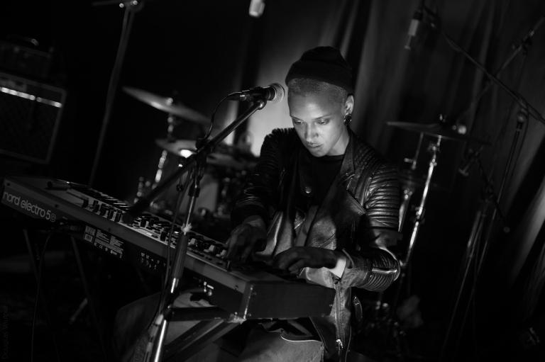 Shelly Phillips, Live at Keller