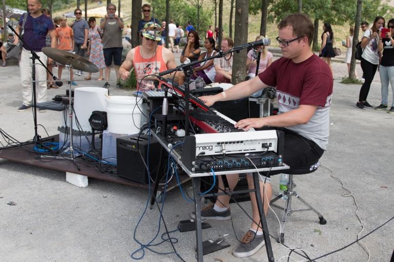 Noisy Pots, Live at Mauer Park